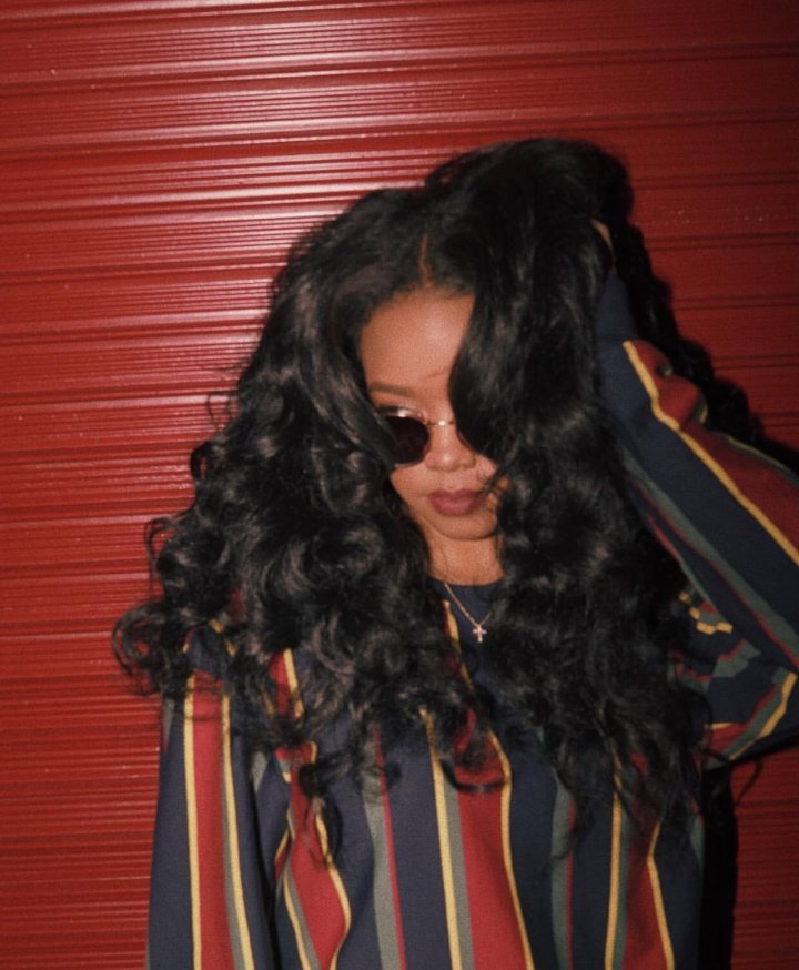 """H.E.R. Gets Us Prepared for Her Debut Album with """"I Used to KnowHER"""""""
